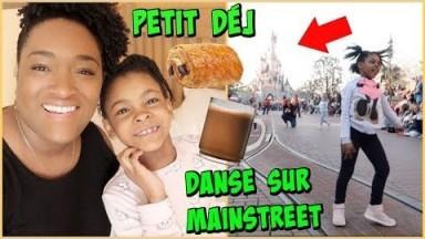 MAELLIA DANSE sur MAINSTREET Petit déjeuner au SANTA FE Hotel Disneyland Vlog
